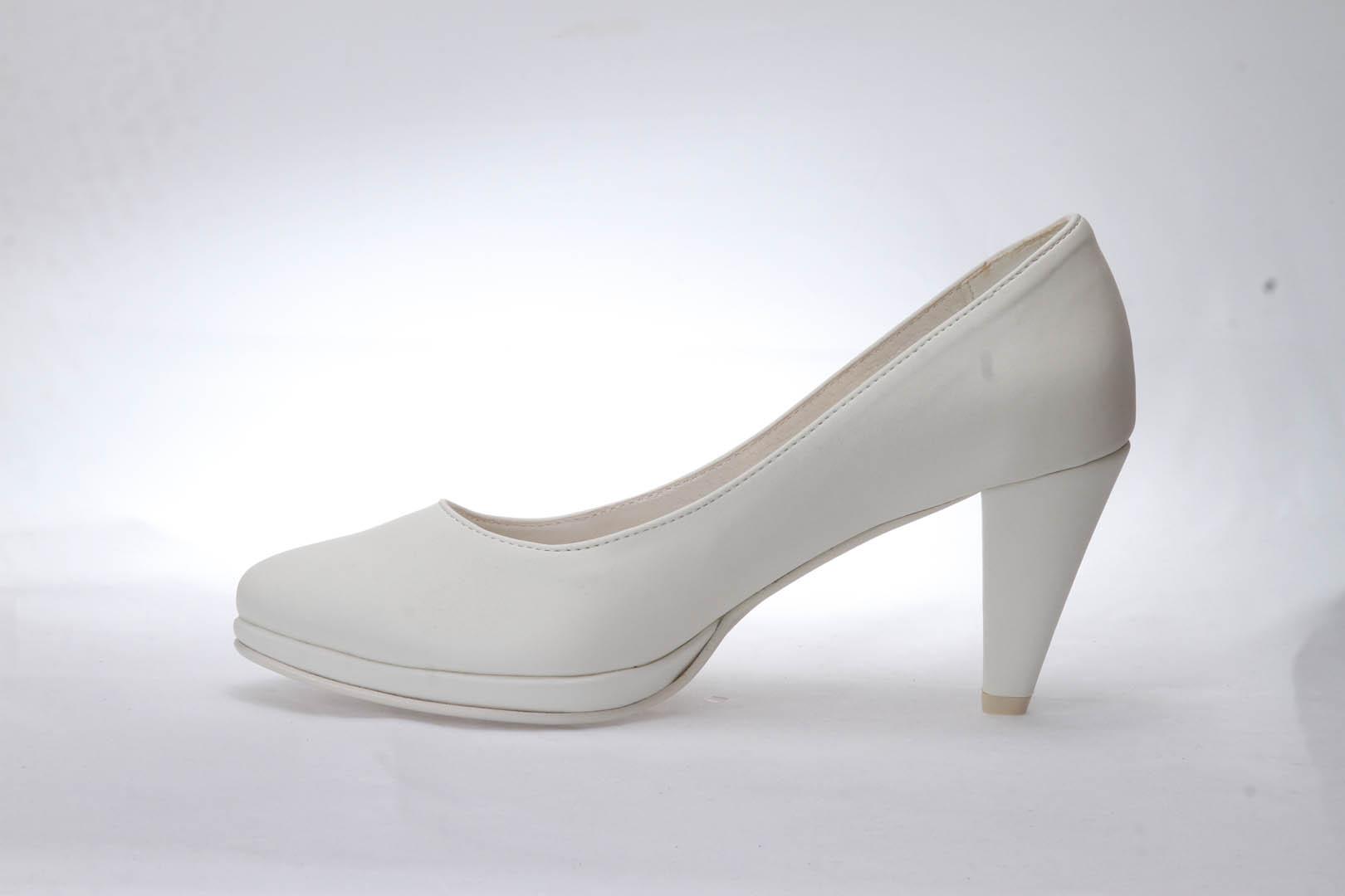 d36f81b4198 ... Svatební boty GRAF 1308 - Satyna ivory